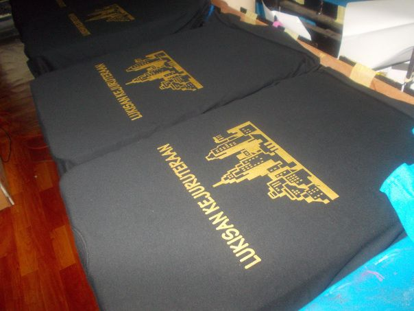 yang ni untuk baju kelas kejuruteraan baju hitam print gold memang cantik menyerlah tapi gold ni mahal sikit dari print biasa sebab gold kitaorang guna