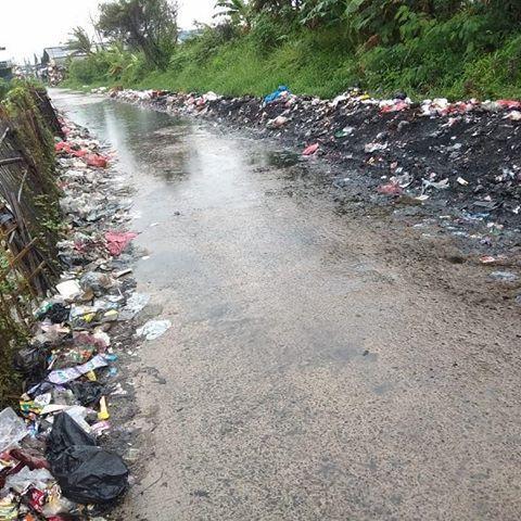 kp penggarutan rt02 028 des setia asih sampah yg berserakan di jalanan