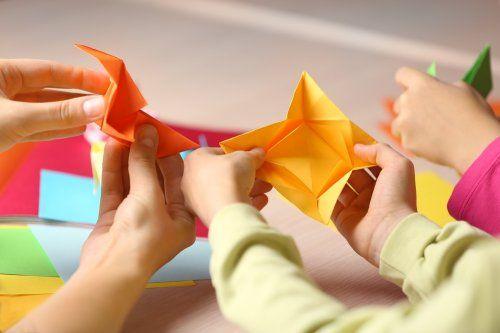 sekarang kamu sudah tahu jenis jenis kertas untuk kerajinan tangan masing masing kertas punya motif menarik dan unik berbagai macam ukuran