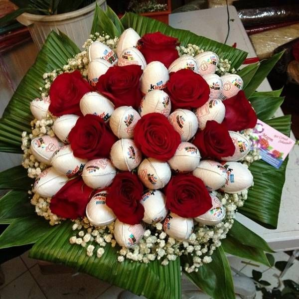 anda boleh membuat hadiah dari kejutan yang lebih baik dalam bentuk sejambak bunga ini adalah cenderahati yang indah untuk wanita yang berumur berapa
